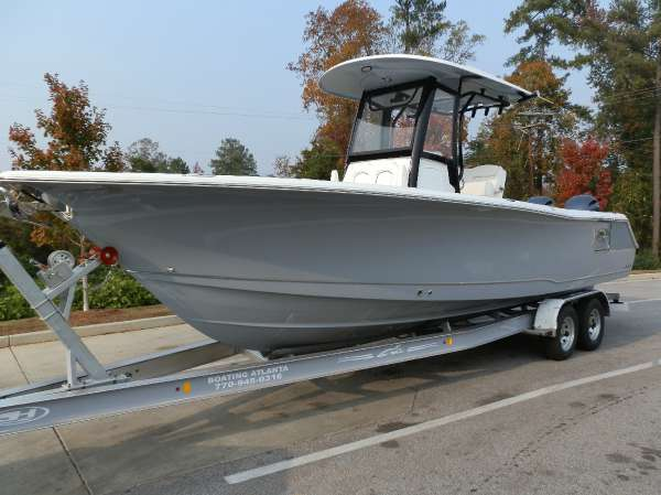 2017 Sea Hunt Gamefish 27 with Coffin Box
