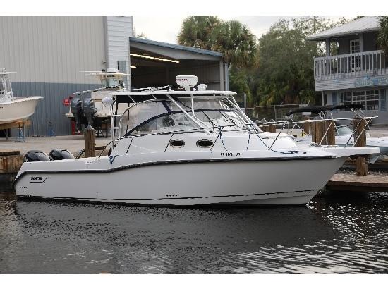 2010 Boston Whaler Conquest 305