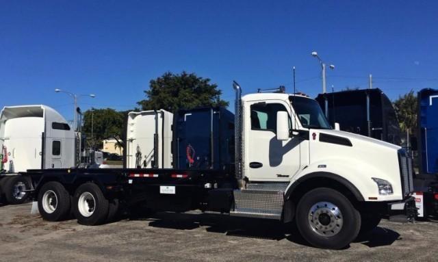 2017 Kenworth T880  Roll Off Truck