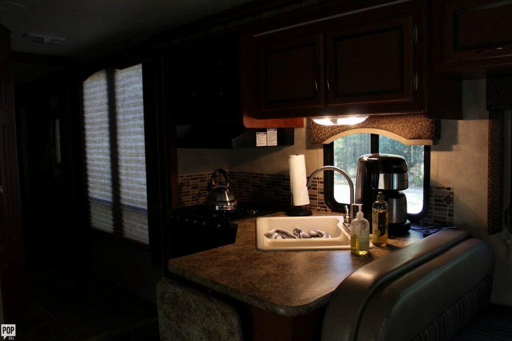 2012 Thor Motor Coach Four Winds 31F, 20