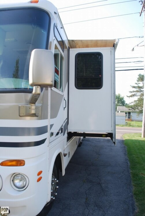 2012 Thor Motor Coach Four Winds 31F, 1