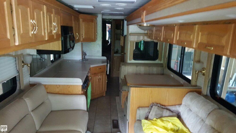 2005 Newmar Kountry Star 3910, 11
