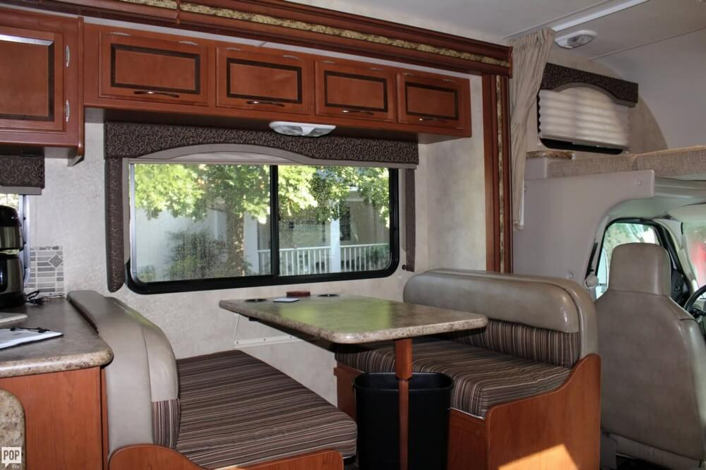 2012 Thor Motor Coach Four Winds 31F, 8