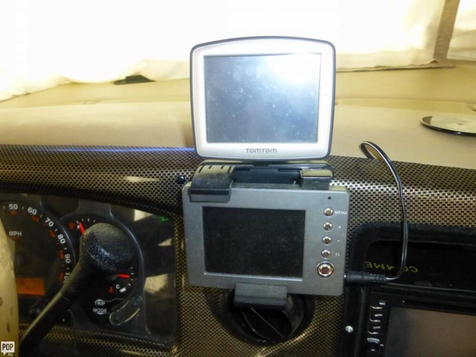 2003 Thor Motor Coach Hurricane 30Q, 26