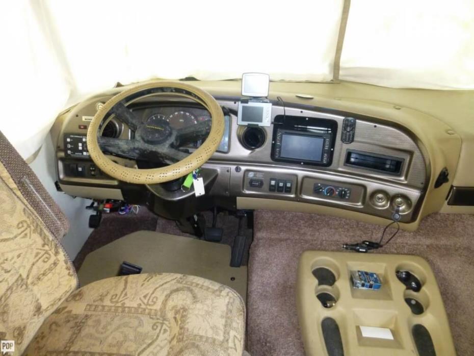 2003 Thor Motor Coach Hurricane 30Q, 5