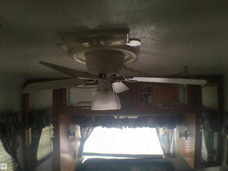 1999 Thor Motor Coach Four Winds 31S, 38