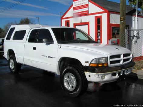 2225 IT TIME TO GO BACK TO THE MOUNTAINS: 2000 DODGE DAKOTA