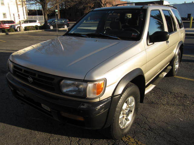Nissan : Pathfinder 4dr XE Manua New Trade 4x4 auto ac sunroof 136k looks and runs great solid warrantee 95 pics