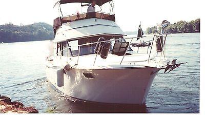 32' Carver Yacht