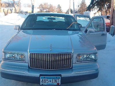Lincoln : Town Car 1997 lincoln town car