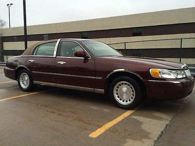 Lincoln : Town Car 28 000 original miles garaged since new clean carfax