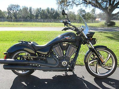 Victory : Vegas® 2015 victory 8 ball only 700 miles clean bike warranty 6 spd murdered out