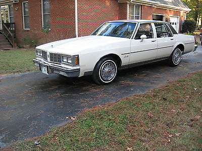 Oldsmobile : Eighty-Eight Delta 88 Royale 1983 oldsmobile delta 88 royale brougham sedan 4 door 5.0 l 11000 act miles