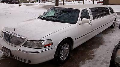 Lincoln : Town Car Limousine