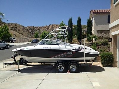 Yamaha AR210 Wake Board Boat - Factory Loaded - Priced to Sell