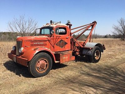 Other Makes 1952 white wrecker with title