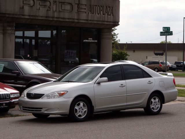 Toyota: Camry 4dr Sdn SE A 2002 toyota camry se sedan clean new tires guaranteed good drivingvideo