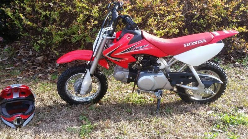 2011 HONDA CRF50 DIRTBIKE AND MATCHING HELMET 4 HRS MINT CONDITION
