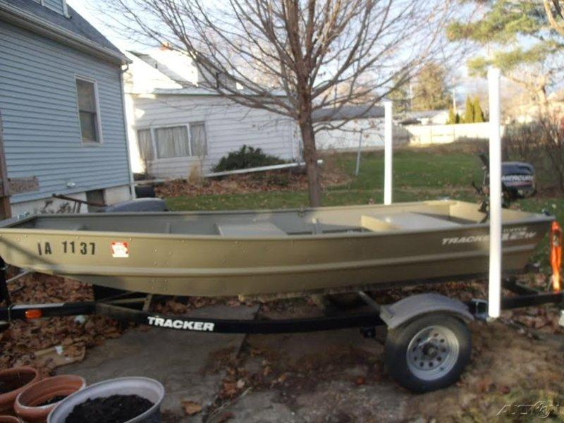 2014 Tracker Jon Fishing Boat