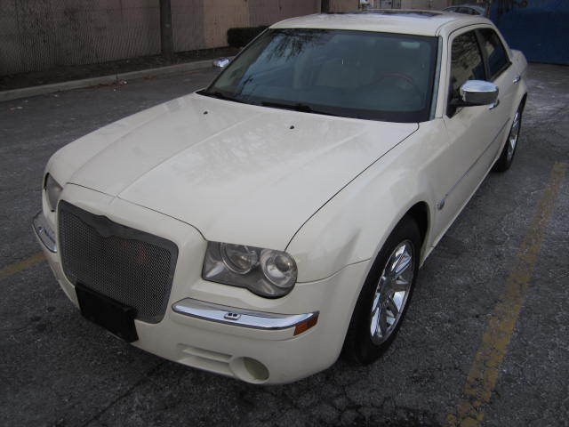 Chrysler : 300 Series 4dr Sdn 300C New trade HemiC low miles only 72000miles 72000miles loaded warrantee
