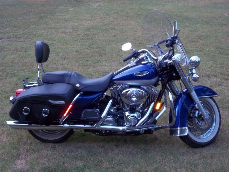 2006 Harley Road King Clasic only 6,200 miles. Garage kept. One owner.