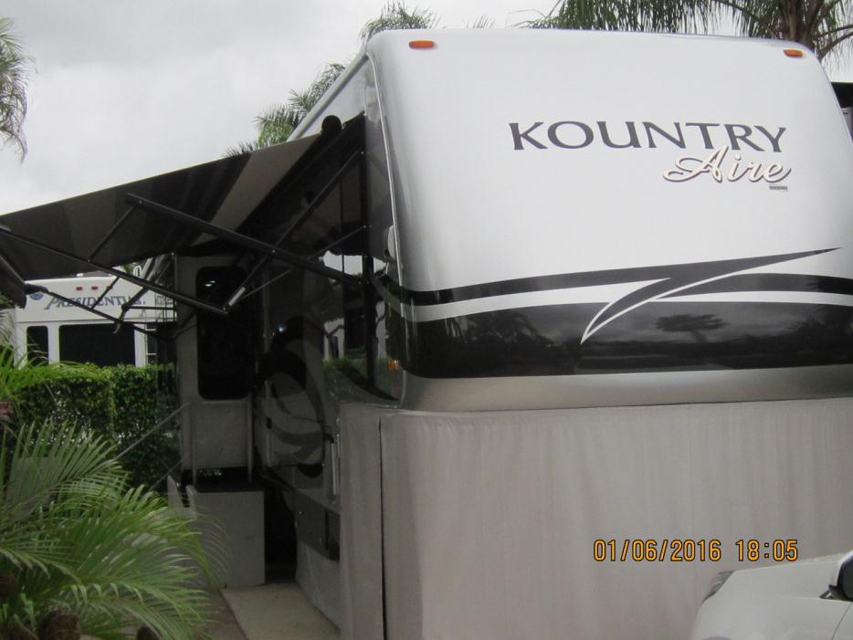 2011 Newmar Kountry Aire 37