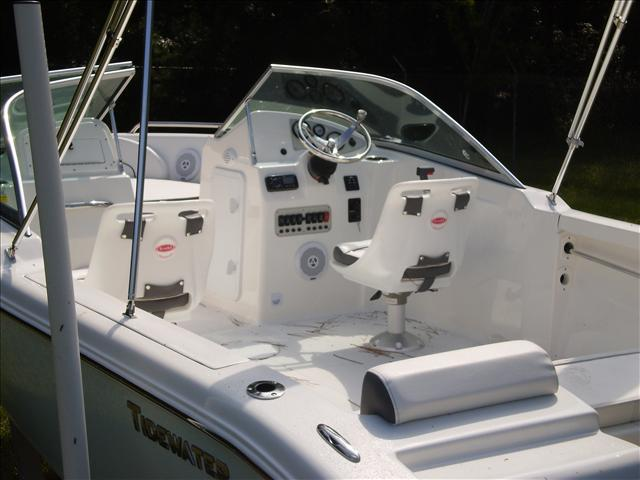 2015 TIDEWATER BOATS DC Explorer 196 Dual Console