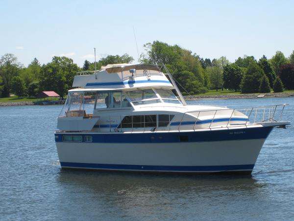 1984 Chris-Craft 410 Motor Yacht-New Hull Design and Stabilizers
