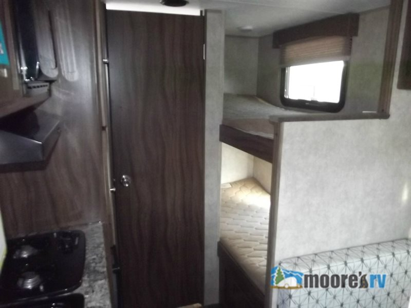 2011 Coachmen Encounter 37FW