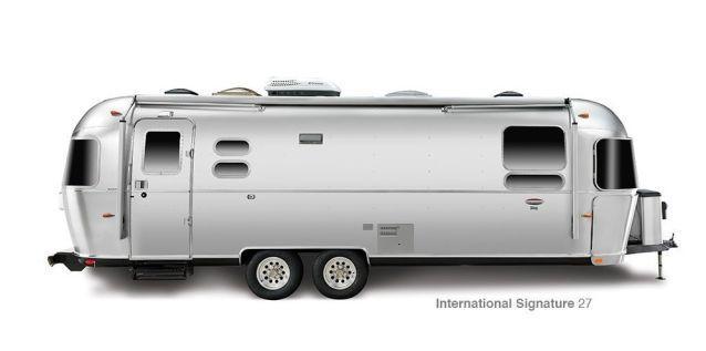 2016 Airstream Classic 30 Rear Queen