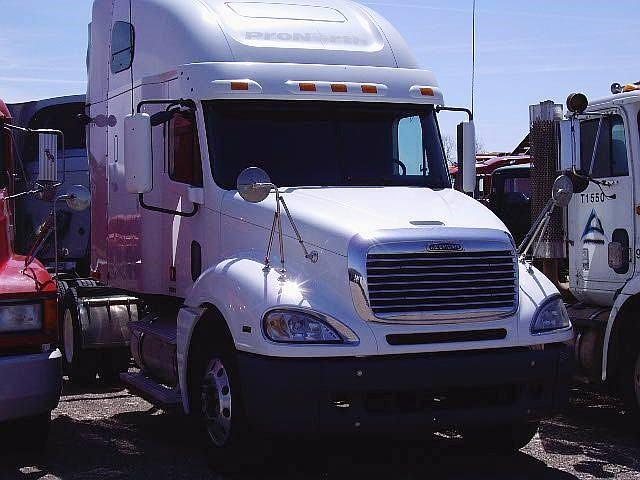 2004 Freightliner Columbia 120