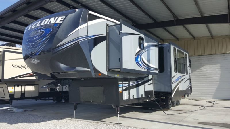 New 2016 Heartland Cyclone 4113 Toy Hauler with Lifetime Warranty