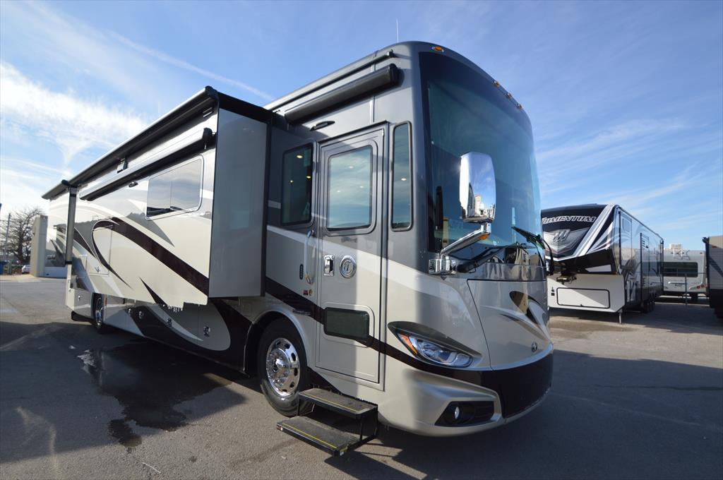 2017 Tiffin Phaeton 40 AH