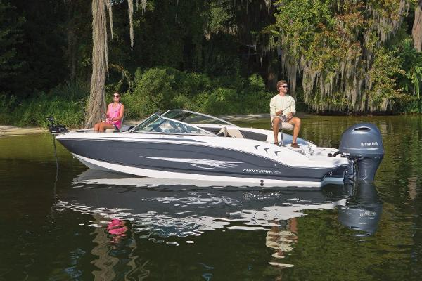 2017 Chaparral H2O 21  Ski & Fish Outboard