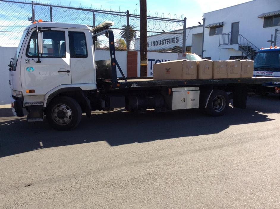2009 Ud 2300  Rollback Tow Truck