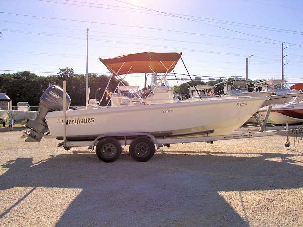 2004 Everglades 223 Bay Boat