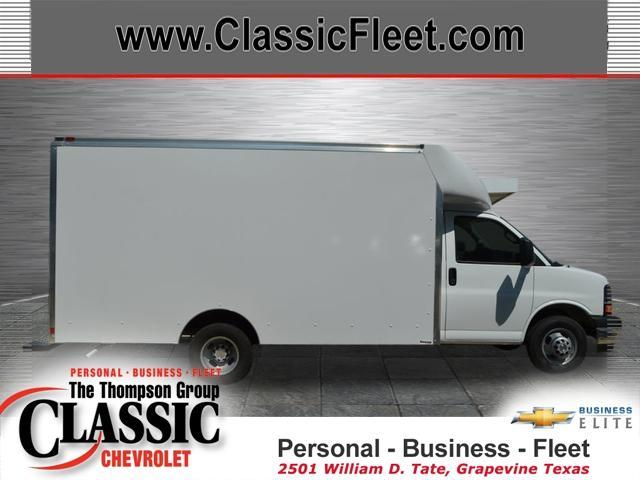 2017 Chevrolet Express Commercial Cutaway  Box Truck - Straight Truck