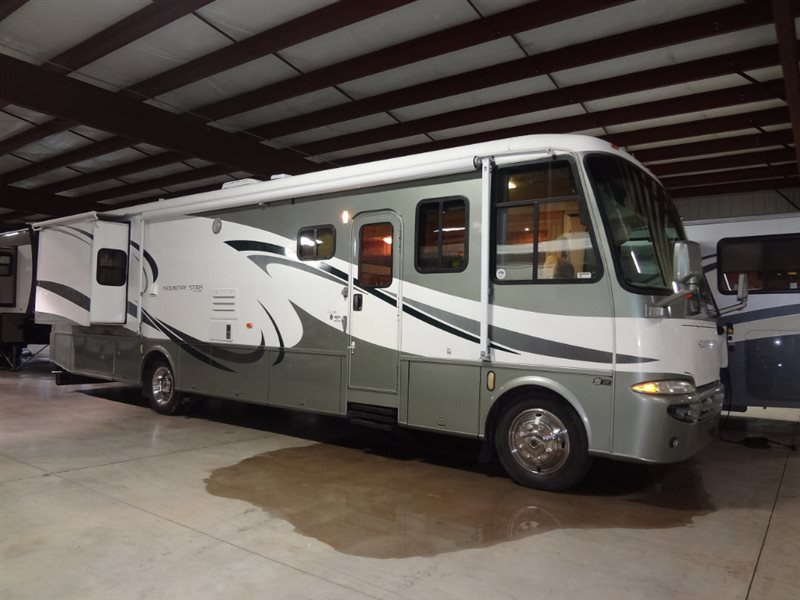 2005 Newmar Kountry Star 3778