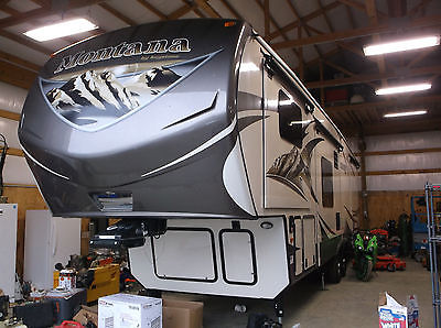 2015 Keystone Mountaineer by Montana 37' travel trailer