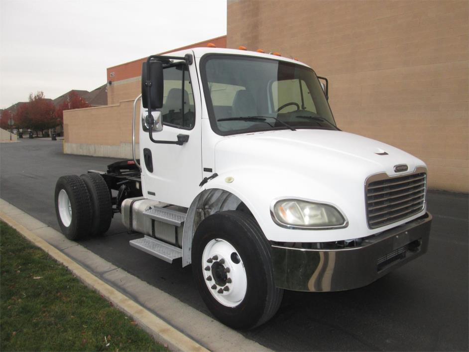2004 Freightliner Business Class M2 106 Conventional - Day Cab