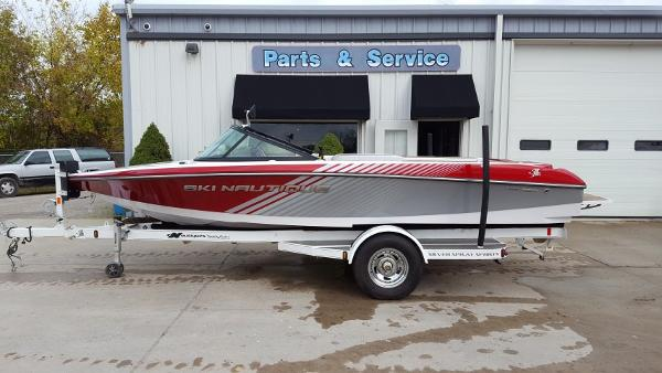 2012 Nautique Ski Nautique 200 Closed Bow Team Edition