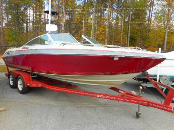 1988 Four Winns 200 Horizon Bowrider