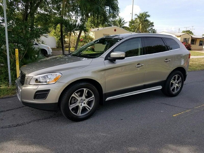 2012 Volvo XC60 T6 R-Design Sport Utility 4-Door 2012 Volvo XC60 T6 R AWD SUV Turbocharged Panorama Roof