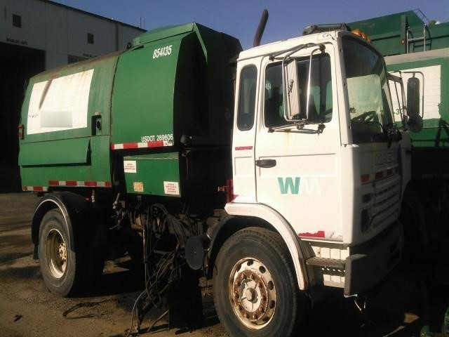 1998 Mack Midliner Ms250  Sweeper