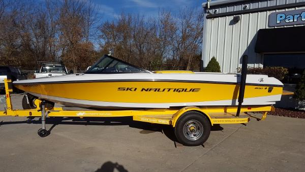 2011 Nautique Ski Nautique 200 Closed Bow
