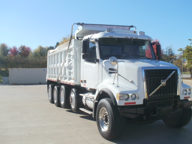 2006 Volvo Vhd104f  Dump Truck