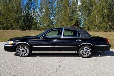 2001 Lincoln Town Car SIGNATURE SERIES CROWN BEAUTIFUL 2001 LINCOLN TOWN CAR CROWN SIGNATURE SERIES - LIKE NEW - 57,746 MILES