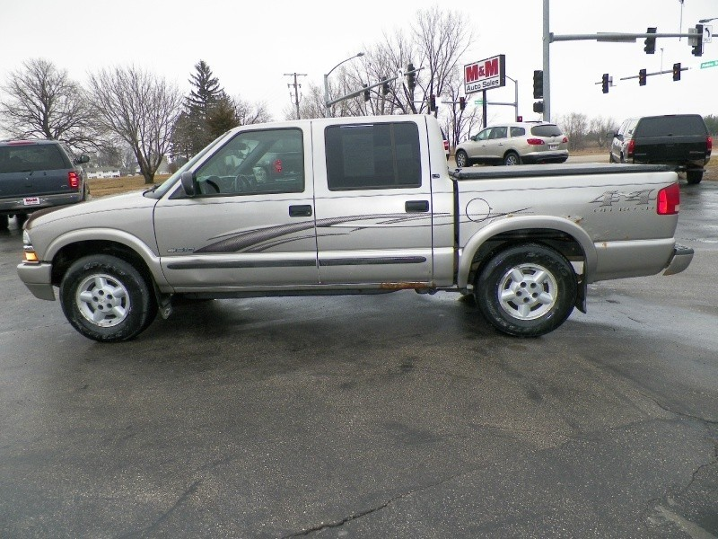 Only 116K! - 2004 Chevrolet S-10 Crew Cab - 4WD - LS
