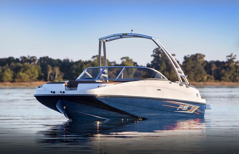 2017 Bayliner 195 Deck Boat