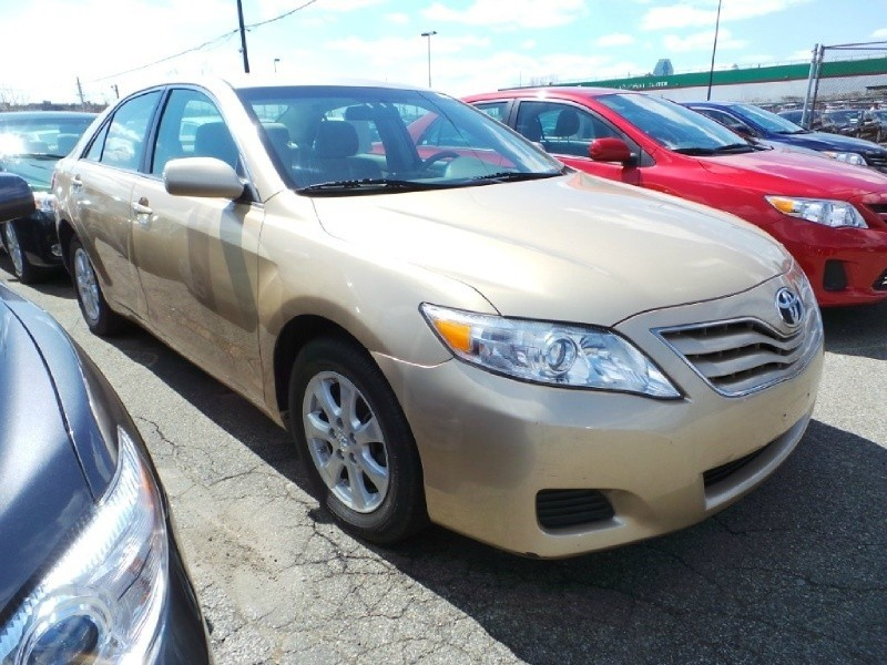 2011 Gold Toyota Camry LE Low Mileage, Cloth Interior, Alloy Wheels